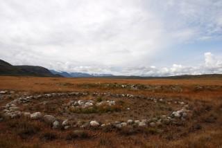 Dit ronde graf behoort toe aan een belangrijke krijgsheer van de Scythen. Door de permafrost zijn de lichamen, kleding en rijkversierde – veelal gouden – voorwerpen eeuwenlang bewaard gebleven.