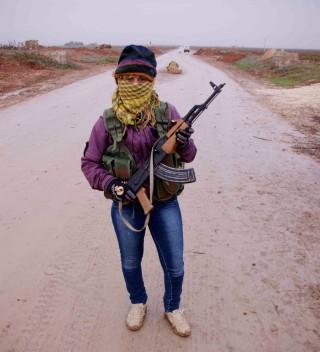 Vrouwelijke YPG-strijder. Foto: Andreas Stahl