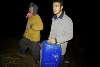 Koerdische benzinesmokkelaars in het grensgebied tussen Irak en Syrië, december 2012. Foto: Andreas Stahl