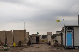 Een YPG/YPJ-checkpost op de grens tussen Syrië en Irak, nabij Rabia. Foto: Andreas Stahl