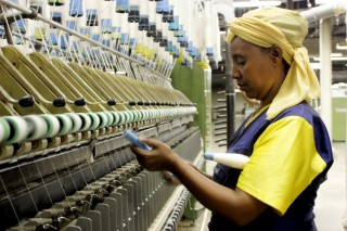 Arba Minch Textile, een verouderde textielfabriek in het Zuiden van Ethiopië. Foto: Martijn Payens