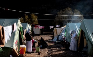 Een tentenkamp bewoond door zo'n 300 gevluchte yezidi-families, in de buurt van de tempel in Lalish (Noord-Irak). Foto: Andreas Stahl