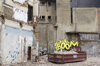 Plek in de benedenstad waar een nieuw winkelhart moet komen. Uit het boek: 'Souvenir de Charleroi' van fotograaf Derk Zijlker.