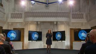 Marianne Thieme houdt een soort TED-talk in haar nieuwe film 'One Single Planet'. Foto: Nicolaas G. Pierson Foundation.