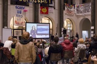 Tijdens de première van de film 'One Single Planet' in het Maagdenhuis vorige week. Foto: Thomas Schlijper.