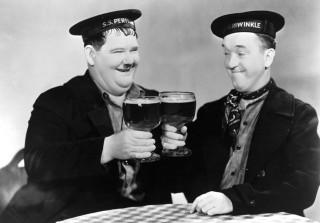 Oliver Hardy en Stan Laurel in 'Our Relations' (1936).