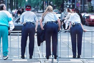 3 september 1995: Agenten met Ajaxpetjes. Foto: Leo van der Noort/Hollandse Hoogte