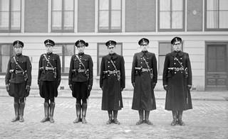 28 februari 1941: De Nederlandse politie toont nieuwe uniformen. Foto: Ge van der Werff/ANP