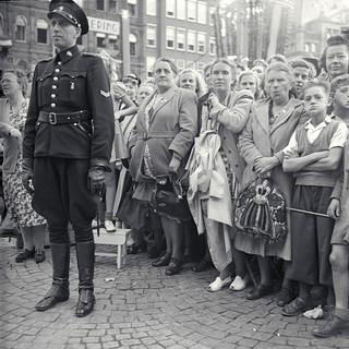 6 september 1948: Tijdens de kroning van Koningin Juliana op de Dam in Amsterdam. Foto: Hollandse Hoogte