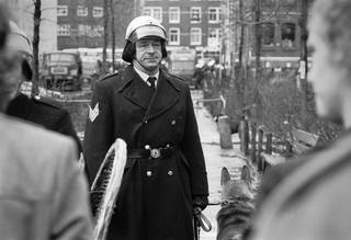 24 maart 1975: Tijdens rellen op de Nieuwmarkt in Amsterdam. Foto: Hans van den Bogaard/Hollandse Hoogte