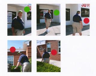 Anna Klevan maakte foto's van Greg Packer en vroeg hem die zelf te beoordelen. Over de slechte foto's met rode stickers zegt Packer: 'deze foto vind ik niet goed omdat ik mijn gezicht niet kan zien, ik heb geen idee wat er gebeurt.'