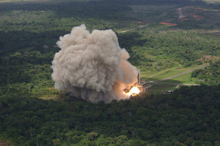 Een raket wordt afgeschoten vanaf de basis in Kourou (Frans Guyana). Foto: EPA