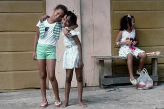 Kinderen op straat in de hoofdstad Cayenne. Foto: Hollandse Hoogte