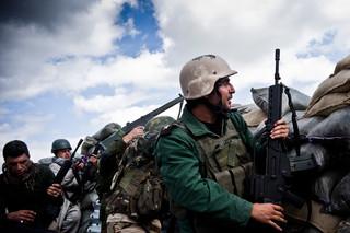 Maart 2015: PKK-strijders proberen de stad Sinjar te heroveren op IS. Foto: Jacob Simkin / Hollandse Hoogte
