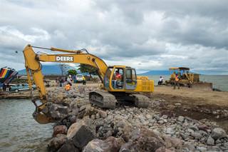 In de haven van San Jorge (Nicaragua) wordt de toegang vergroot zodat straks hier het materiaal aangevoerd kan worden voor het nieuwe kanaal dat gegraven zal worden. Foto: Teake Zuidema