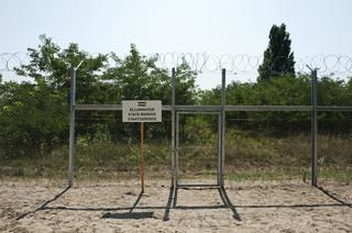 Het hek op de grens van Hongarije met Servië. Foto: Peter van der Heyden