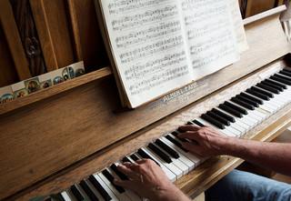 Roel van Duijn speelt Chopin. Foto: Isabella Rozendaal