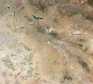Satellietbeeld van Phoenix (Arizona, VS) gemaakt door de Operational Land Imager, een scanner gekoppeld aan LandSat 8 dat verschillende delen van het infraroodspectrum vastlegt en zo landgebruik op aarde in beeld brengt. Foto: NASA