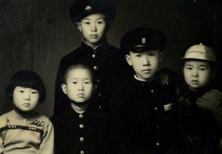 Ban Ki-moon (tweede van rechts) in 1956 samen met zijn broers en zussen. Foto: Zuid-Koreaanse ministerie van Buitenlandse Zaken / ANP