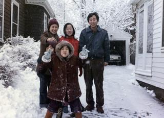 Ban Ki-moon tijdens zijn verblijf op de Universiteit van Harvard met zijn vrouw (links) en drie kinderen in 1984. Foto: Zuid-Koreaanse ministerie van Buitenlandse Zaken / Getty Images