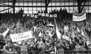 22 mei 1960: Voetbalfans van Feyenoord in de Kuip waar hun club met 3-0 van Ajax won. Foto: ANP