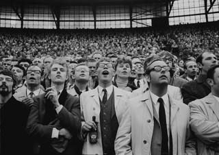 2 november 1969: Voetbalsupporters in de Kuip in Rotterdam waar Feyenoord met 1-0 won van Ajax. Foto: Vincent Mentzel / Hollandse Hoogte