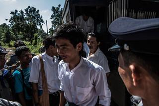 Bij het uitstappen worden de studenten begroet door familie en vrienden. Foto: Andreas Stahl