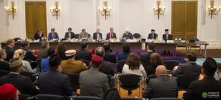 Mirza Masroor Ahmad tijdens zijn bezoek aan de Tweede Kamer. Foto: Makhzan Tasaweer