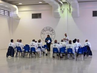 Een bijeenkomst van gedetineerden met levenslang in de Georgia State Prison. Foto: Jan Banning