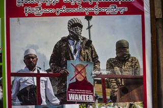 Een van de posters op een muur vol anti-moslimpropaganda nabij het kantoor van boeddhist Ashin Wirathu. Foto: Andreas Stahl