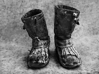 De schoenen van Keivan. © Stephan Vanfleteren