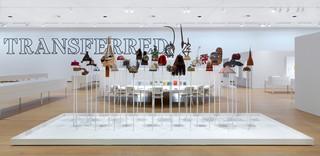 Zaalopname van de tentoonstelling: 'Seth Siegelaub: Beyond Conceptual Art'. Foto: Gert Jan van Rooij