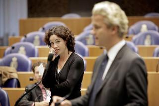 Den Haag, 2007 - Femke Halsema luistert tijdens het spoeddebat over de beveiliging van Ayaan Hirsi Ali naar Geert Wilders. Foto: Harmen de Jong/ANP