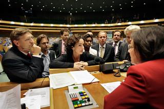 Den Haag, 2007 - Tijdens de schorsing van het spoeddebat over de beveiliging van Ayaan Hirsi Ali, roept de voorzitter van de Tweede Kamer Gerdi Verbeet alle woordvoerders van de aanwezige politieke partijen bij zich. Foto: Harmen de Jong/ANP