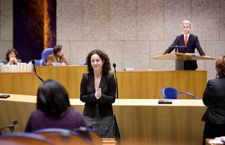 Den Haag, 2008 - De Tweede Kamer debatteert over de film Fitna van PVV-leider Geert Wilders. Femke Halsema draait zich af van de interruptiemicrofoon. Foto: Werry Crone/Hollandse Hoogte