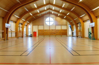 De desbetreffende gymzaal waar provisorisch een rechtszaal wordt ingebouwd om de zaak van Breivik te horen. Beeld: ANP