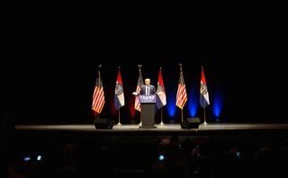 Donald Trump tijdens zijn verkiezingsbijeenkomst in St. Louis. Foto's: Arjen van Veelen