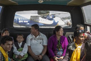 Vanaf het vliegveld in Kathmandu zullen de Bhutaanse vluchtelingen naar de Verenigde Staten vliegen. Foto's: Omar Havana