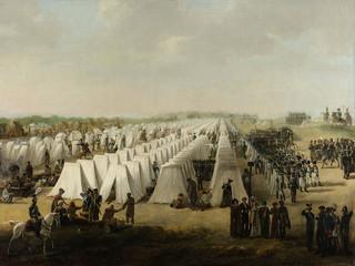 Legerkamp van Nederlandse troepen te Rijen, in of na de Tiendaagse Veldtocht in 1831. Lange rijen witte tenten, rechts marcherende soldaten, op de voorgrond enkele bezoekers. Gemaakt door: Anoniem / Rijksmuseum