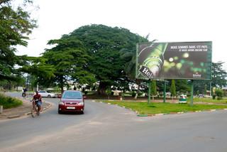 We zijn in 172 landen aanwezig en hebben nog steeds dorst. Reclame voor Heineken in Bujumbura, de hoofdstad van Burundi. Foto: Olivier van Beemen