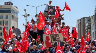 Mensen komen samen om te protesteren tegen de militaire coup. Foto: Ozkan Bilgin / Anadolu Agency