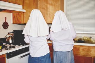 Uit de serie Sisters of the Valley door Shaughn and John