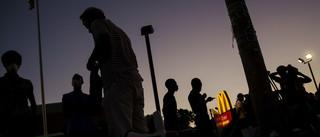 Een kleine groep activisten komt samen voor de McDonalds om zich voor te bereiden voor een avond van protest in Ferguson op 12 augustus, 2015. Foto: Lucas Jackson / Reuters