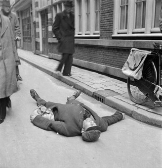 Dutch famine of 1944-45, Amsterdam. Photo by Cas Oorthuys/Hollandse Hoogte
