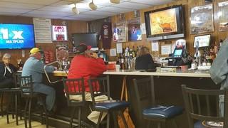 Een typische hangout voor veteranen in Florissant. Hier zie je vooral veel oudere veteranen. Iedereen met wie we spraken heeft vandaag voor Trump gestemd, maar opvallend genoeg noemde niemand zijn naam: ze noemden hem gewoon 'de Republikein'.