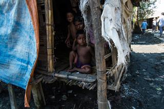 Moeder met haar twee kinderen in Aung Mingalar. Foto: Andreas Stahl