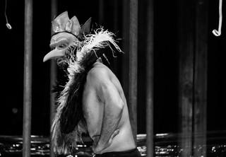 Scènefoto met David Geysen uit de voorstelling Hamlet van theatergroep De Appel. Foto: Leo van Velzen