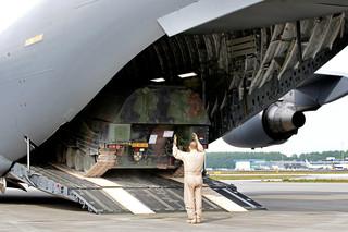 Op 6 mei 2011 kwamen de laatste gevechtsvoertuigen van de Task Force Uruzgan uit Afghanistan aan in Eindhoven. Foto: Vincent Jannink / ANP