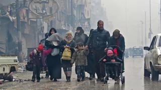 13 december 2016. Bewoners proberen de delen van Aleppo waar heftig wordt gevochten te ontvluchten. Foto's: Stringer / AFP