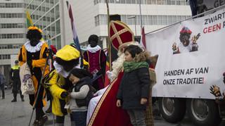 Pegida-demonstratie voor het behoud van Zwarte Piet op 13 november 2016 op het schouwburgplein in Den Haag.
